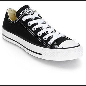 Black low converse